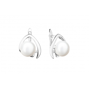 Pearl earrings white