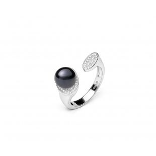 Ring with pearl and zircon...